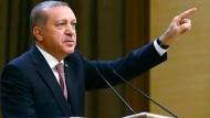 Obwohl die türkische Regierung mit der Kündigung des Flüchtlingsabkommens droht, hält sie sich in der Praxis an alle Verpflichtungen.
