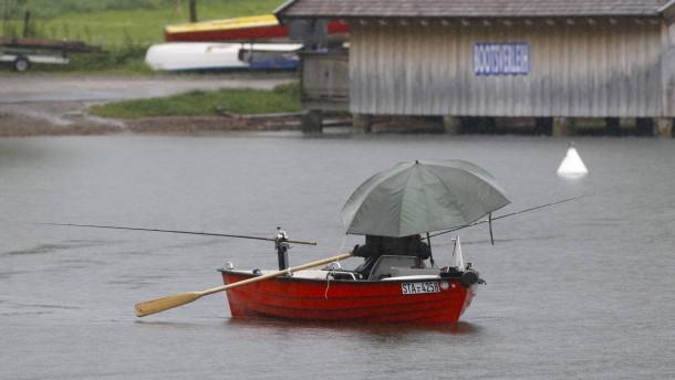 Regen und Gewitter bleiben