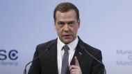 Beunruhigende Rhetorik: Dimitri Medwedjew während seiner Rede auf der Münchner Sicherheitskonferenz