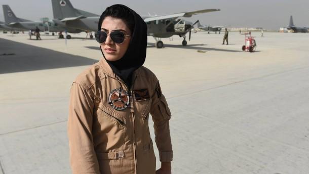 Afghanische Pilotin fürchtet um ihr Leben