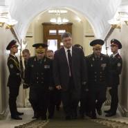 Präsident in unruhigen Zeiten: Petro Poroschenko im Treppenhaus des Verteidigungsministeriums in Kiew