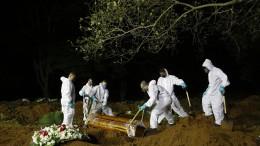 Nächtliche Bestattungen in São Paulo