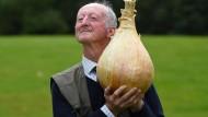 Sieger seiner Klasse: Peter Glazebrook mit einer 6,6-Kilo-Zwiebel