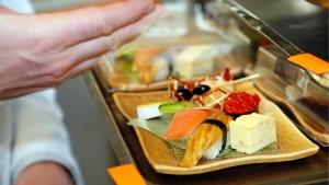 Lufthansa-Köche bekommen weniger Geld