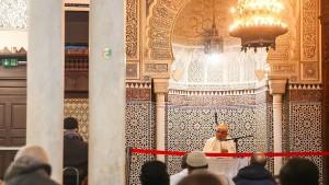 Wie Macron Imame zu echten Franzosen machen will