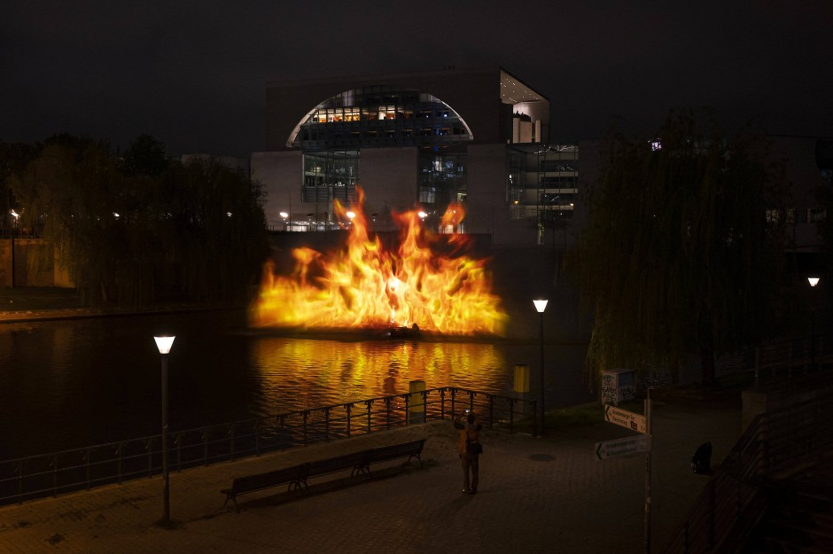 Flammender Protest für mehr Klimaschutz: Greenpeace-Aktion am Bundeskanzleramt