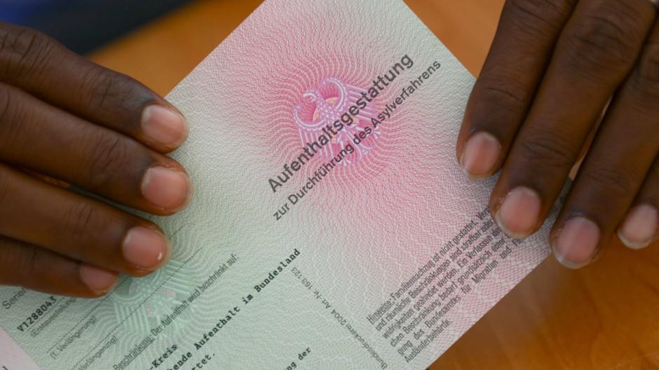 Wer darf abgeschoben werden? Das Asylrecht im Bund hat Einfluss auf die hessischen Regelungen.