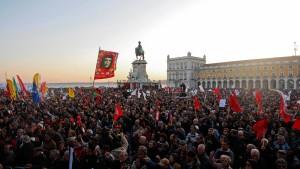 Zehntausende protestieren gegen Sparmaßnahmen