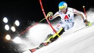 Felix Neureuther fährt beim Nachtrennen im österreichischen Schladming mit seiner Saisonbestleistung auf den achten Rang.
