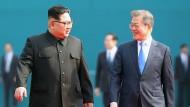 Historisch: Nordkoreas Machthaber Kim Jong-un trifft den südkoreanischen Präsidenten Moon Jae-in im Grenzort Panmunjom.