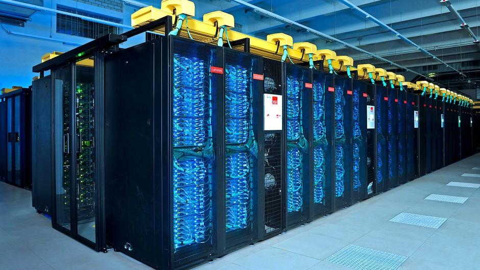 """Von Hackern vorübergehend lahmgelegt: der """"Supermuc"""" in Garching, der den zehn schnellsten Rechner der Welt gehört"""