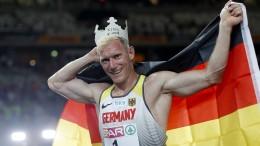 Arthur Abele krönt sich zum König von Berlin