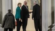 Bundeskanzlerin Angela Merkel, Bundespräsident Frank-Walter Steinmeier und CSU-Chef Horst Seehofer beim Treffen am Donnerstag im Schloss Bellevue.
