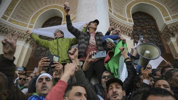 Algerien wählt im Juli einen neuen Präsidenten