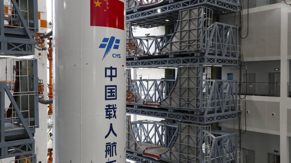 """Die Kombination aus dem Kernmodul """"Tianhe"""" der chinesischen Raumstation und der Langer-Marsch-5B-Y2-Rakete startete am 23.4.2021."""