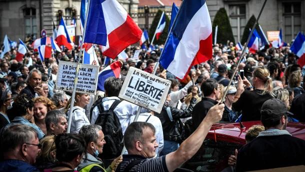 Französische Regierung schwächt Corona-Regeln ab