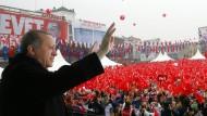 Umjubelt: der türkische Präsident Erdogan am Samstag in Istanbul