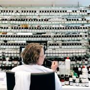 Im Labor von Symrise: Der richtige Duft entsteht nur durch das exakte Abwiegen der Zutaten.