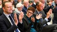 Es ist die erste Regionalkonferenz, auf der sich Kramp-Karrenbauer, Merz und Spahn den Mitgliedern ihrer Partei präsentieren.