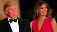 Melania Trump und ihre Ehemann Donald auf der jährlichen Rot-Kreuz-Gala in Florida: Frau Trump sieht durch einige Zeitungsartikel die Marke Melania bedroht.