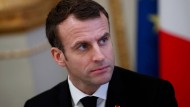 Es wirkt, als könne Emmanuel Macron nicht verstehen, dass viele seiner Landsleute die monarchischen Rituale der V. Republik satt haben.