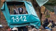 Polizisten beginnen am Dienstag mit der Räumung des Dannenröder Forstes