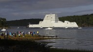 """""""USS Zumwalt"""": Der Zerstörer bei einer Testfahrt in Bath, Maine."""