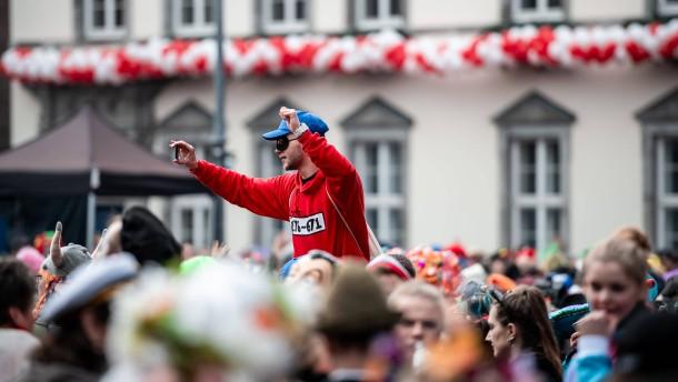 Mehrere Karnevalsumzüge wegen Sturms am Sonntag abgesagt