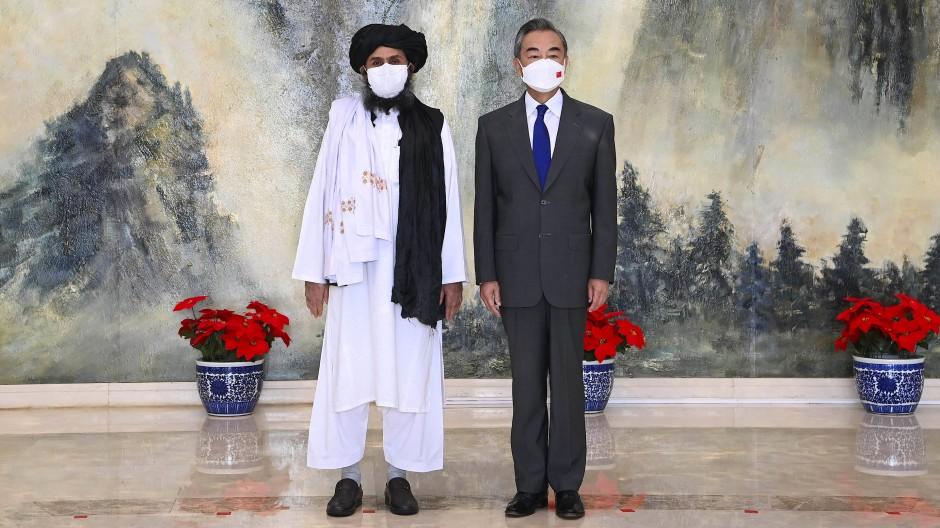 Sicher ist sicher: Der chinesische Außenminister traf sich am Mittwoch mit einem Vertreter der Taliban