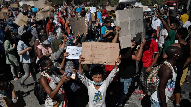 Flüchtlinge gegen Bau von neuem Lager