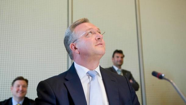 Berliner Innenausschuss befragt Innensenator Henkel