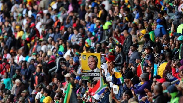 Fröhliches Trauern um Madiba