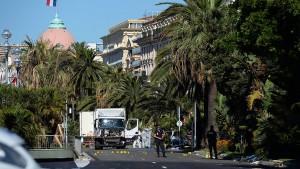 Frankreich ehrt 22 couragierte Helfer mit Verdienstorden