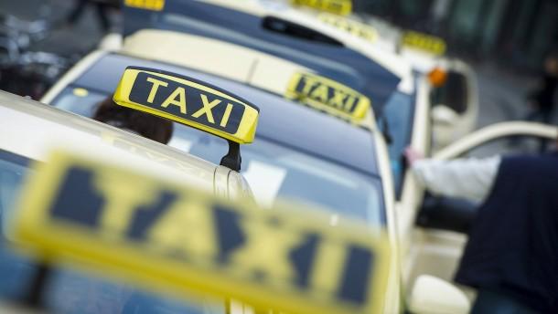 Fahrgast prellt Taxifahrer um 18.000 Euro