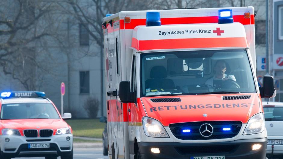 Schwerverletzt: Ein 77 Jahre alter Mann hat in der Autobahn-Raststätte Wetterau Ost einen schweren Unfall verursacht.