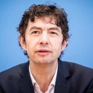 Virologe Christian Drosten bei einer Pressekonferenz in Berlin