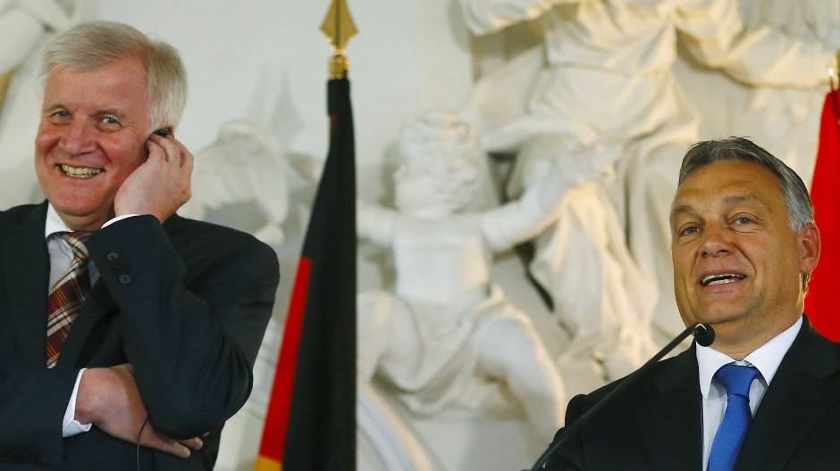 Zwei, die sich verstehen: Horst Seehofer (CSU) und der ungarische Ministerpräsident Viktor Orbán Ende September 2015 in Kloster Banz