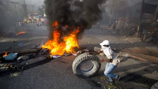 Gewaltsame Proteste gegen Benzinpreiserhöhung in Haiti