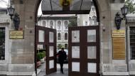 """""""Kulturelles Grundwissen"""": Das Tor des türkisch-deutschen Istanbul Lisesi"""