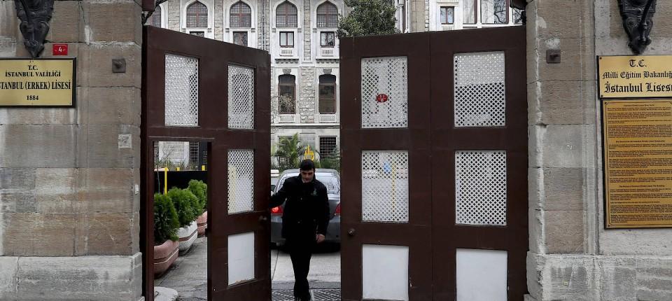 streit um weihnachten an lisesi schule in istanbul beigelegt. Black Bedroom Furniture Sets. Home Design Ideas