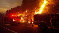 Die Flammen könnten auch die Wasser- und Energieversorung der relativ nahe gelegenen Stadt San Francisco bedrohen.