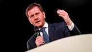 Der sächsische Ministerpräsident Michael Kretschmer spricht während des Landesparteitags seiner Partei im Juni 2019.