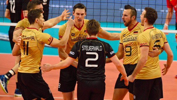 Deutsche Volleyballer stürmen ins EM-Viertelfinale