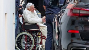 Papst Benedikt besucht schwer kranken Bruder