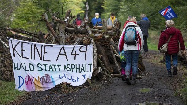 Menschenkette gegen Weiterbau der A49 geplant