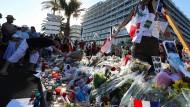 Trauer überall: Teddybären, Blumen und Kerzen erinnern in Nizza an die zahlreichen Opfer der Terrorfahrt