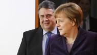 Der eine könnte nach den Landtagswahlen am 13. März erheblich unter Druck geraten, die andere wohl eher nicht: Sigmar Gabriel, Angela Merkel