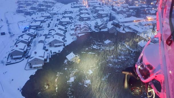 Noch immer zwölf Vermisste nach Erdrutsch in Norwegen
