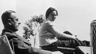 Thomas Mann mit seiner Tochter Monika Mann, um 1940. Foto von Ernest E. Gottlieb.