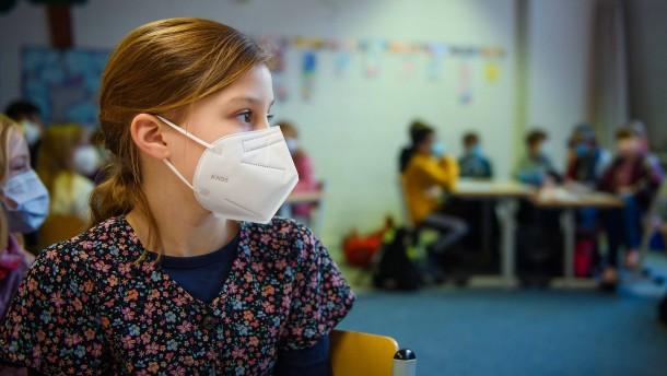 Die Jüngsten zum Nutzen der Älteren impfen?